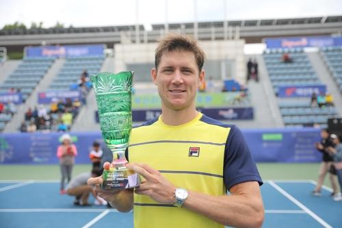 에브덴, 부산오픈 챌린저 우승외국 선수 3주 연속 정상