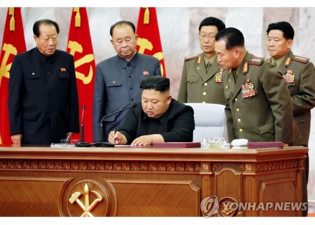 """북한 중앙군사위 """"핵전쟁 억제력 강화·전략무력 운영방침 제시"""""""