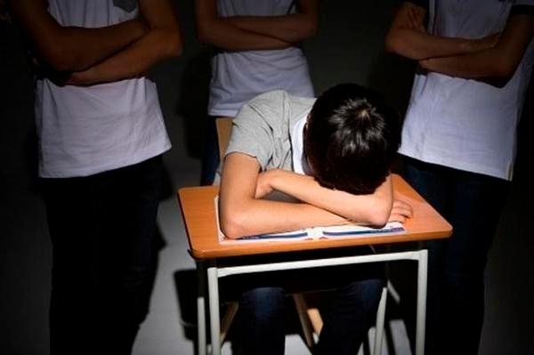 수업 중 잔다고 깨웠더니 여교사 폭행 '코뼈 골절'...교육당국, 중학생 고발 | 인스티즈