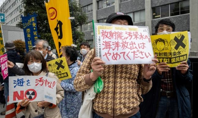 툰베리는 어디?…中 비판하던 환경·인권단체들, 日엔 '침묵'
