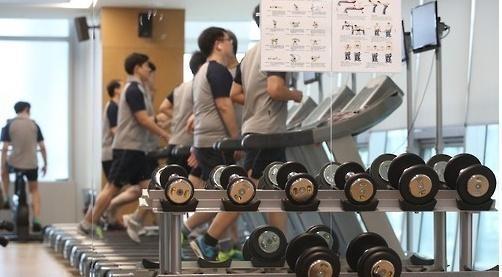 [점심의 사회학⑥] 직장동료들과 점심 'NO'…헬스·수영으로 건강관리