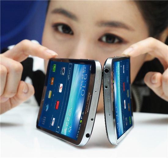 삼성은 '혁신' 애플은 '속도전'…10월 스마트폰 빅매치
