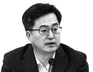 """김동연 부총리 """"상가임대차보호법 적용대상 확대할것"""""""
