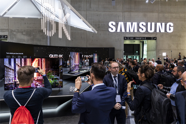 4배 선명해진 삼성 8K TV…화면 속 개미 털까지 보인다