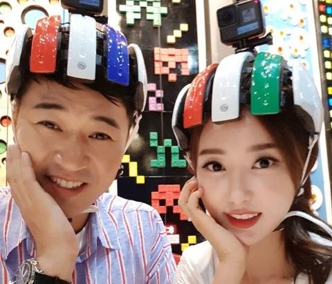 """'연애의맛' 황미나, 내조의 여왕?… """"김종민 신곡 나왔어요"""" 홍보"""
