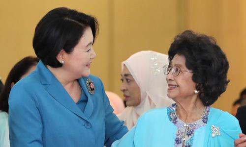 김정숙 여사의 '번외 외교'… 말레이시아 총리 부인과 환담