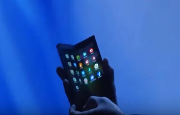 삼성 폴더블폰, '접는 이유' 충족했을까…소재업계 뒷얘기 무성