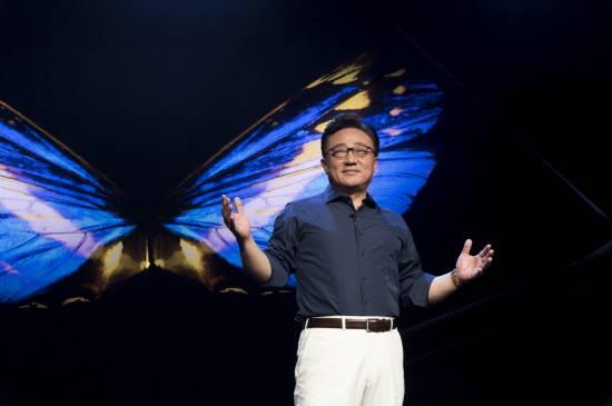 삼성전자 내년 폴더블폰 공식화…스마트폰 주도권 되찾을까?