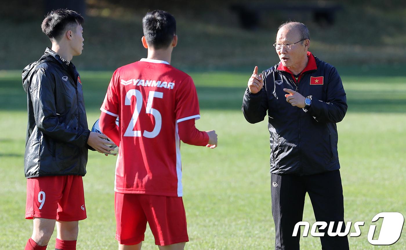 박항서의 베트남, 스즈키컵 1차전서 라오스 완파