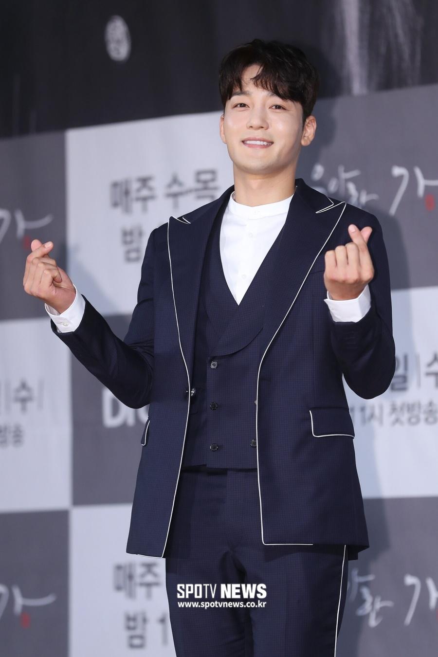 [단독]김진우, 아빠 됐다…득녀+'우아한 가' 인기까지 '겹경사'