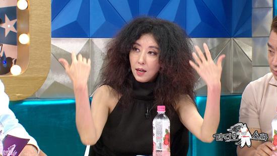 """라디오스타 김완선, 나이 쉰 믿기지 않는 동안 미모 과거 """"정수라 '너랑 나랑 동서래'에 '백화점은 내꺼야'"""""""
