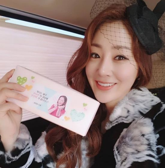 [#별별샷]'SKY 캐슬' 오나라, 베일모자로 인형미모 과시해 화제
