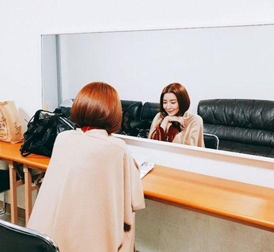[#별별샷]'SKY 캐슬' 윤세아, 대기 중에도 여신미 폭발...'나라언니 선물'