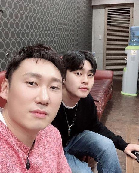 '전지적 참견시점' 이승윤, 훈남 매니저 강현석과 '찰칵'