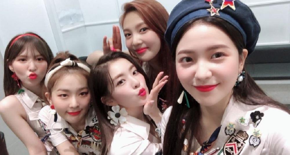 """'뮤직뱅크' 레드벨벳(Red Velvet), 과즙美 가득한 완전체…""""러비들을 위한 셀카폭탄♥"""""""