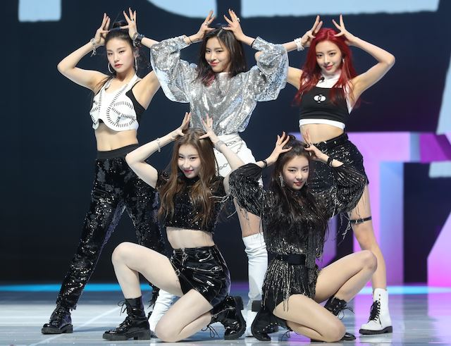 ITZY tops major music chart 10 days after debut [VIDEO]