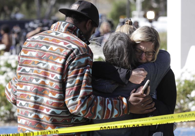 美 LA 교외 대학가 술집에서 총기난사 참극... 용의자 포함 13명 사망