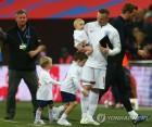 """잉글랜드, 미국에 3-0 완승…고별전 루니 """"굿바이! 잉글랜드"""""""
