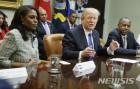 美 흑인 사회, 트럼프 인종차별 폭로한 오마로사에 '싸늘'