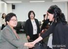 정현백 장관, 전시 성폭력 생존자 운동가와의 만남