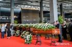 伊 교량붕괴 희생자 장례식 열려…일부 유족 불참