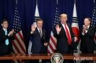 """트럼프, 文에게 """"하노이 회담 큰 성과예상…결과 알려줄것"""""""