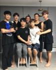 """비투비, 서은광 입대 전 7형제 가족사진 """"비투비 영원하자 ♥"""""""