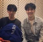 """김지석, 이진욱과 브로맨스 인증샷..""""안 웃는 1인"""""""