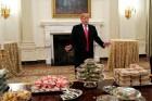 """美 셧다운 25일째…트럼프 오찬 제안에 민주당 """"사진찍기용 안돼"""""""