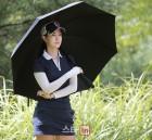 바니걸 안근영 '우산 속 화보'