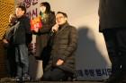 민주당 허영, 김진태 대신해 무릎꿇은 사연