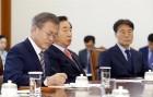 한국당 웃고, 민주당 울고... '문재인 정부 위기설' 막으려면