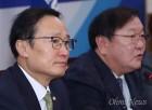 """부담 느낀 홍영표 """"한국당 빼고 4당 합의하자""""...이정미 대답은?"""