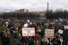 책걸상으로 교문 봉쇄... 제대로 파업하는 프랑스 학생들