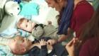뇌 조직 공유한 기적의 샴쌍둥이…분리 수술 후 근황
