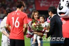 보스니아전 찾은 한혜진,남편 기성용 A매치 100경기 축하!