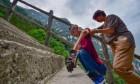 루게릭병 中남성, 29번째 생일 맞이해 1600m 고산 등반