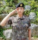 """""""충성!""""..2PM 우영, 5주 기초군사훈련 마무리 '늠름한 모습'"""