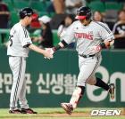 '유강남 연타석포+차우찬 8승' LG, SK에 대승… 5위 수성