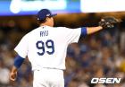 "MLB.com, ""애매한 류현진, 200억 QO 가치는 없다"""