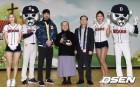 '따뜻한 만남' 두산 선수단, 꿈나무마을 열번째 방문기