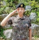 """""""영락없는 군인 각""""…2PM 우영, 기초군사훈련 수료한 늠름한 모습"""