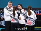 """前외국인코치도 '팀킴' 지지 """"김민정 감독이 나까지 통제했다"""""""