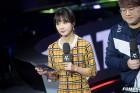 롤챔스 인터뷰 준비하는 김민아 아나