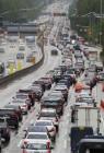 연휴 고속도로 통행료 면제…도로공사 1361억 손실