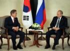 """문 대통령, 푸틴과 정상회담…""""北 과감한 비핵화 위해 러시아가 역할을"""""""