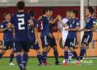 '무토-시오타니 골' 일본, 우즈벡에 2-1 역전승...3연승+F조 1위