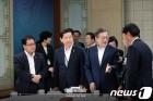 '중재자' 文대통령, 북미간 돌파구 찾기 위해 '고심'