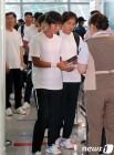 인천공항 통해 출국하는 카누 단일팀 북측 선수단
