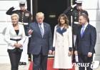 나란히 선 트럼프 부부와 폴란드 대통령 부부